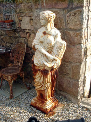 Charmant Large Cast Iron Caryatid Statue Spring
